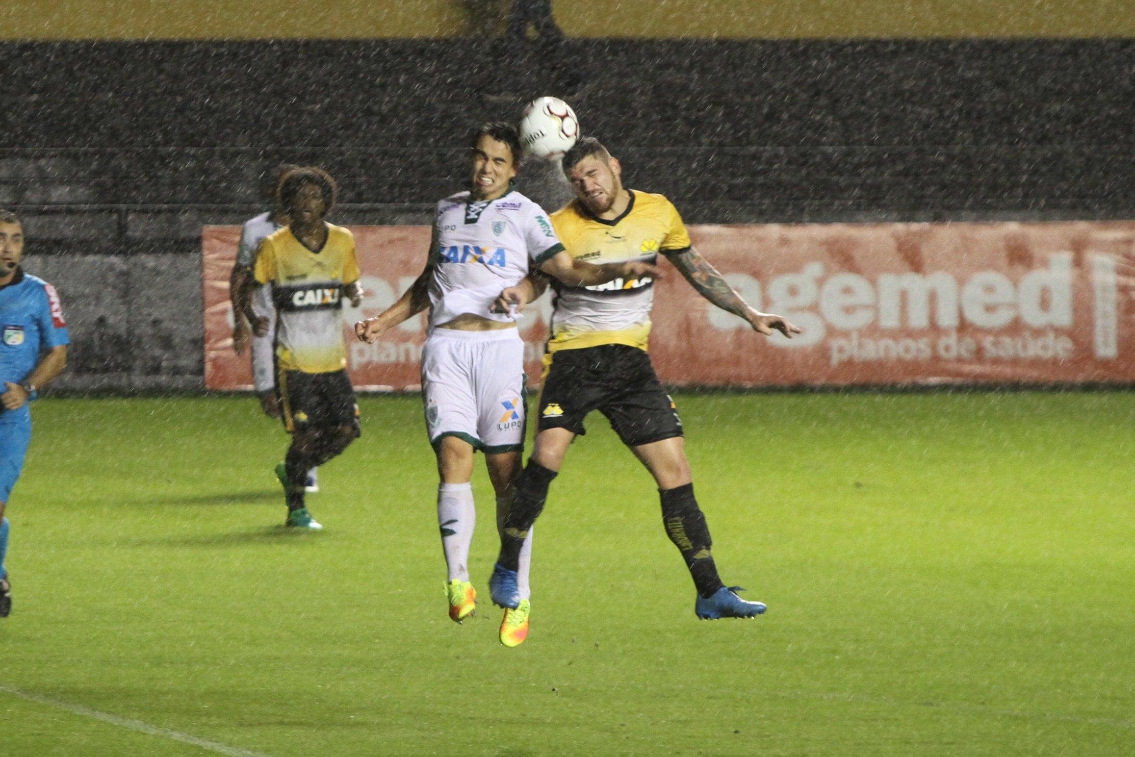 CBF divulga arbitragem para Criciúma e América Mineiro