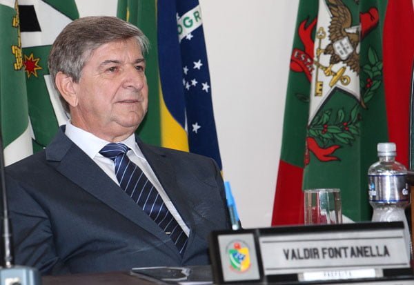 Prefeito Valdir Fontanella viaja a Brasília para participar da marcha dos prefeitos