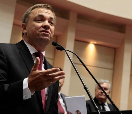 [TRF4 autoriza Gean Loureiro a voltar ao cargo de prefeito]